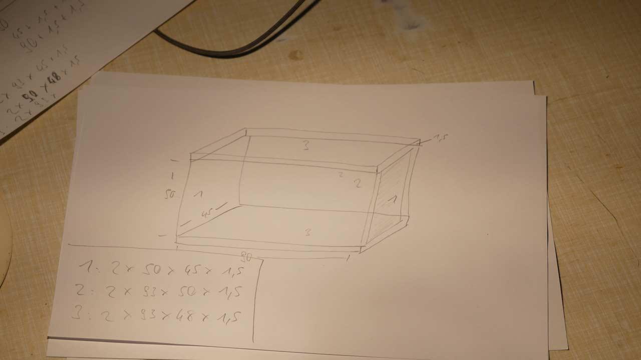 Vor dem Bauen dient eine Zeichnung zur Übersicht - ansonsten wird das Berechnen der Holzstärke gerne vergessen