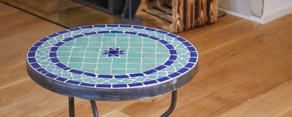 Der fertige Tisch aus Mosaik gibt jedem Raum und Garten einen individuellen und mediterranen Flair