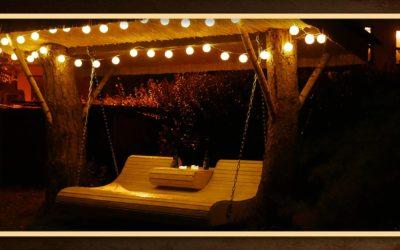 Gartenmöbel selber bauen – Hollywoodschaukel mit Überdachung