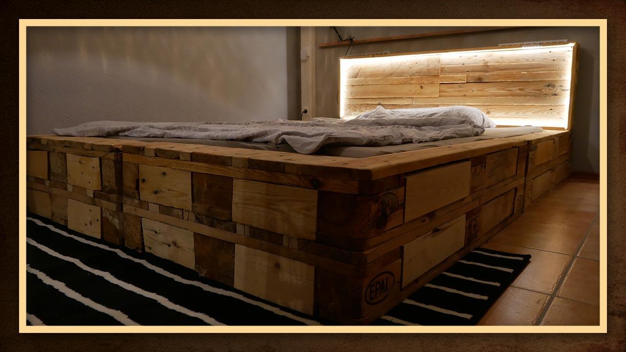 Durch das Auffüllen der Lücken der Paletten entsteht ein stabiles und hochwertiges Bett