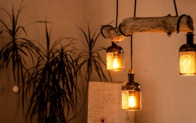 Lampe aus Treibholz und alten Gin Flaschen (Monkey 47)