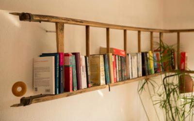 Bücherregal – Regal aus alter Leiter